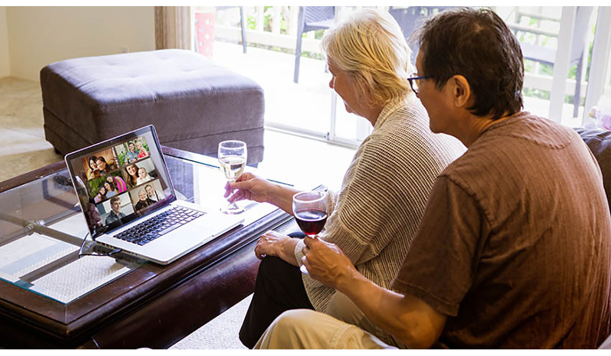 Couple Having A Virtual Get Together Gatewayextension