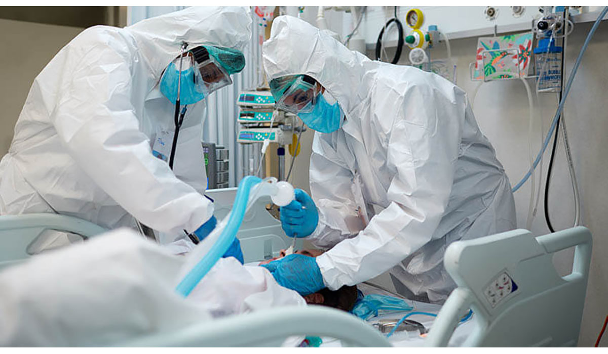 Doctors Inserting Ventilator Tube Hazmat Suits Gatewayextension