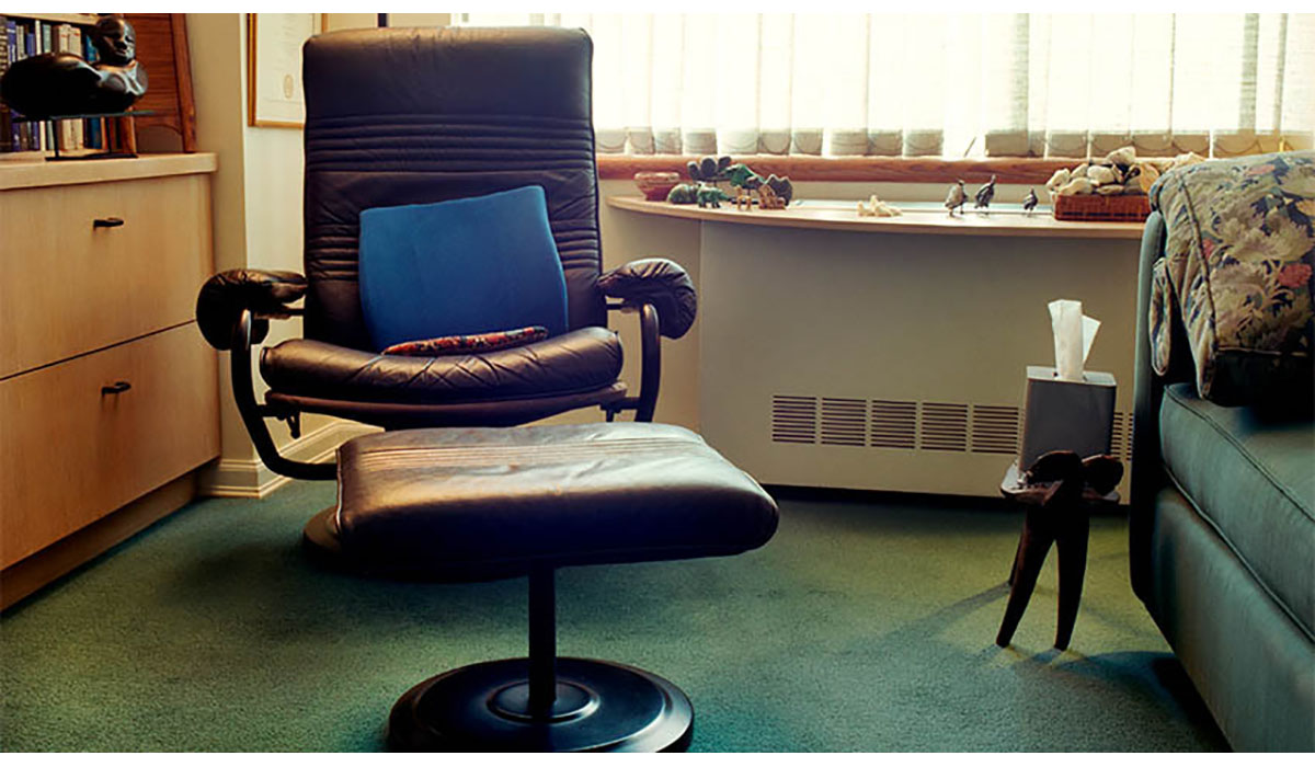 Office Chair With Green Couch 0 Gatewayextension